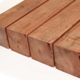 caibros e ripas de madeira